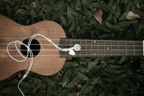 Immagine di chitarra e cuffiette
