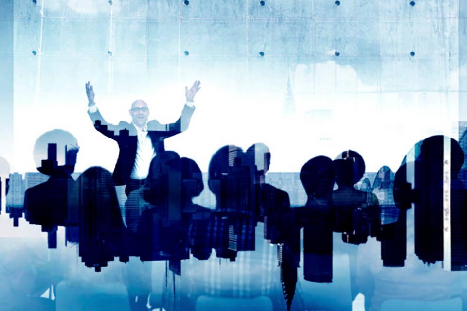 Immagine di uomo che parla in convegno