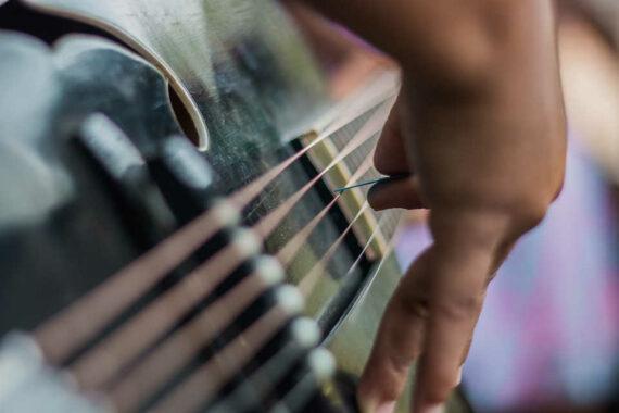 Bimbo e primi approcci con chitarra