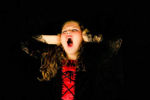 Immagine ragazza che urla