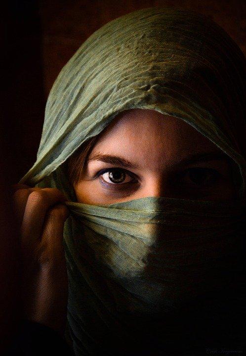Immagine di donna afghana